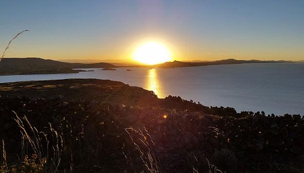 Coucher de soleil sur le lac Titicaca