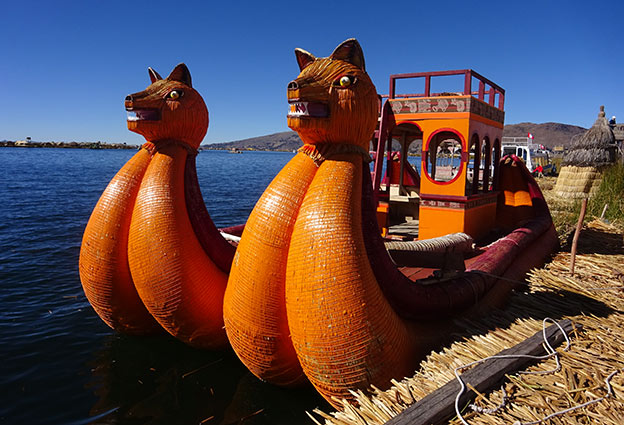 Bateau Uros sur le lac Titicaca