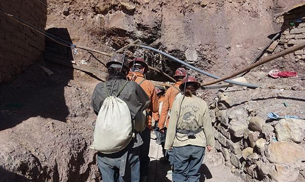 La visite des mines de Potosi commence