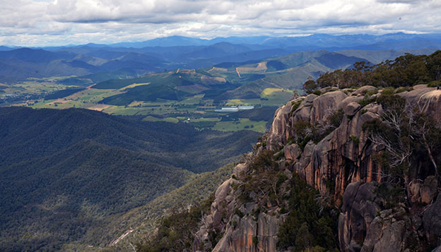 Vue de la Great Alpine Road dans le Victoria